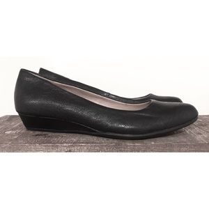 Sofft leather low wedge black shoes size 6.5